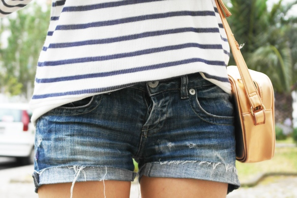 denim, shorts, navy, stripes, flowers, mixing patterns, fashion blogger, style and expect,