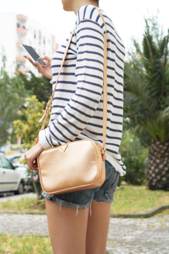 rose gold bag, denim, shorts, navy, stripes, flowers, mixing patterns, fashion blogger, style and expect,