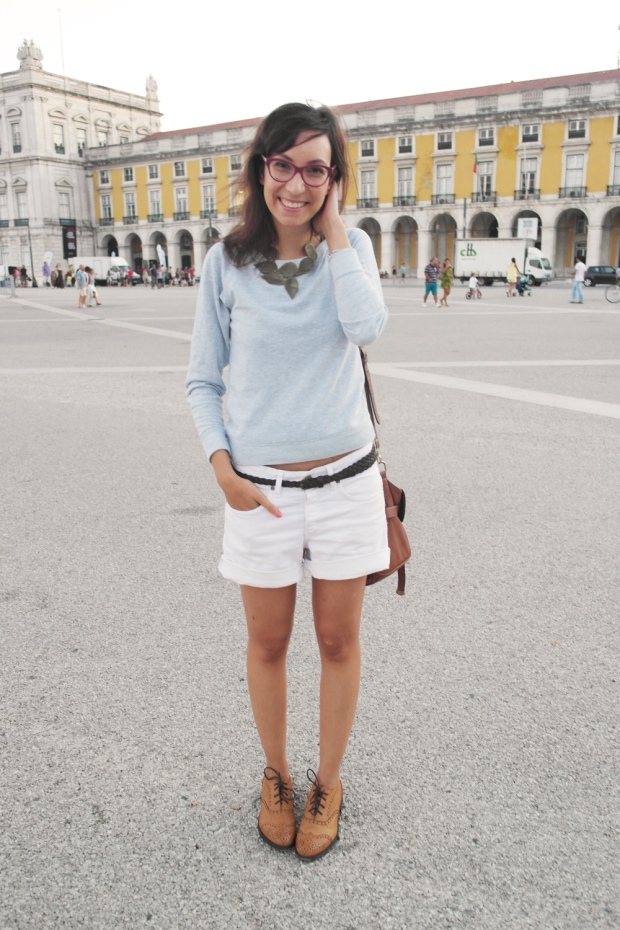 leaf necklace, lisbon, praça do comércio, fashion blogger, sunset, white shorts, hm,