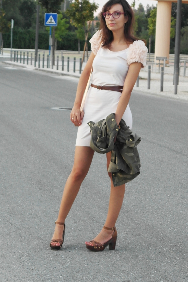 nude dress hm, concious collection, camo jacket, springfield jacket, stradivarius leather sandals, rose gold bag