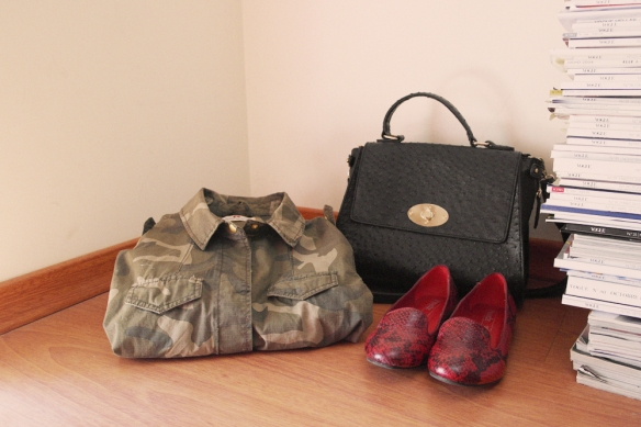shopping for fall, fall winter 2013, fashion blogger, lisbon, sales, vogue stack, black leather bag, camo print jacket on sale, burgundy loafers