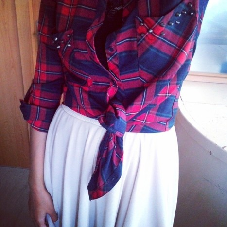 outfit details, instagram, how to wear tartan, grunge trend, tulle skirt, tartan print, fashion blogger