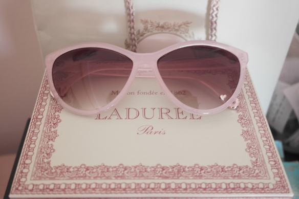 home, room, desk organization, decor, girls room, cute decoration, laduree home, make up organization tour, pink sunglasses hm