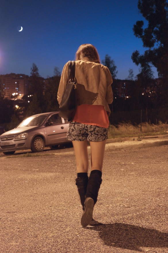 lisbon, fashion blogger, moonlight, baroque print, baroque shorts h&m, shorts and boots, rider boots, how to wear