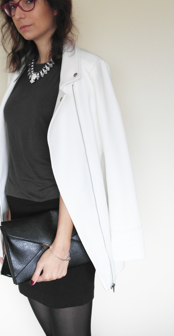 white perfecto jacket, hm statement necklace, white, clean look, minimal look,