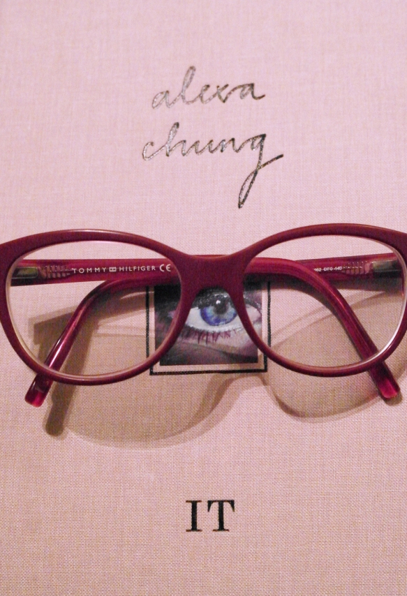 it girl, alexa chung, book, pink glasses,