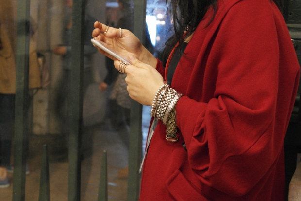 modalisboa vision, backstage, fashion show, details, street style, blogger style, fashion week, bangles, arm candy, accessories, red coat, jewelery