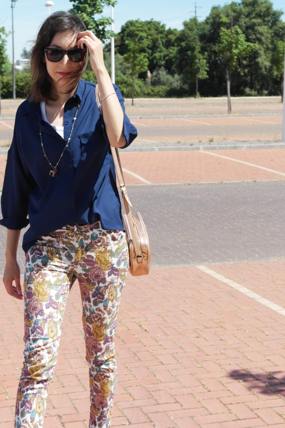 flowers, spring 2014, outfit, fashion blogger, style and expect, navy shirt, flower pants